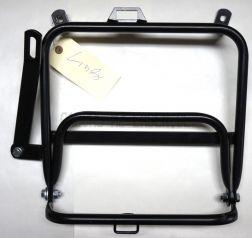 Seitengepäckträger links (2. Wahl, Lackkratzer) ETZ 250 passend für Pneumant Koffer, Klappbar mit Schraubensatz
